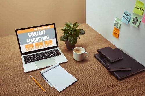 Content Marketing na laptopie