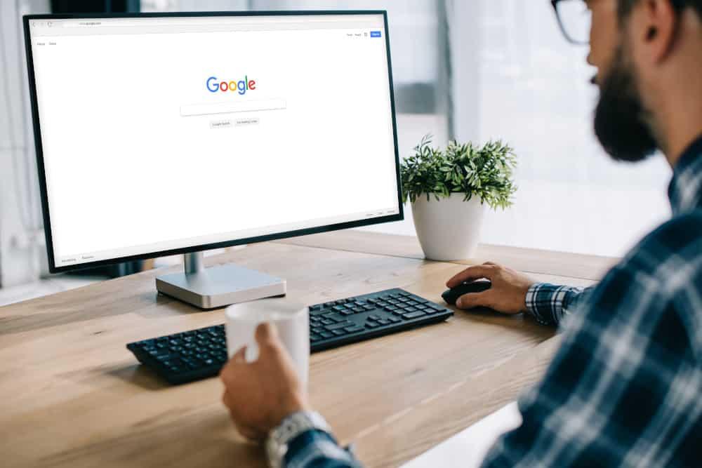 wyszukiwarka google na monitorze 1