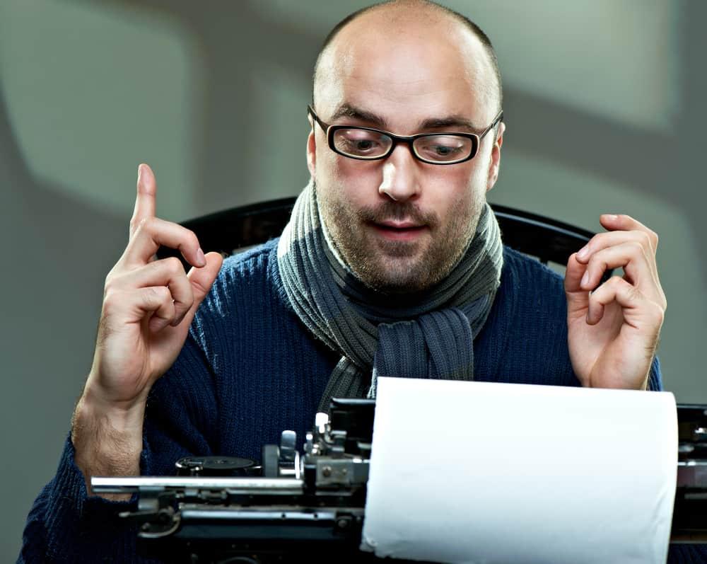 pisarz przy pracy